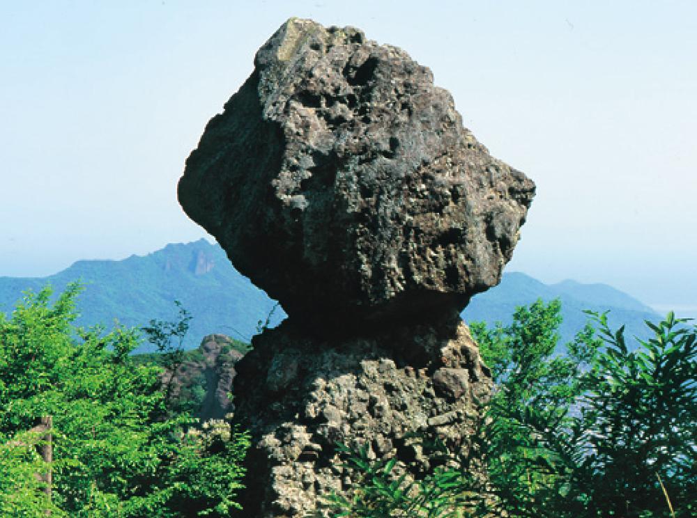 寒霞渓の松茸岩