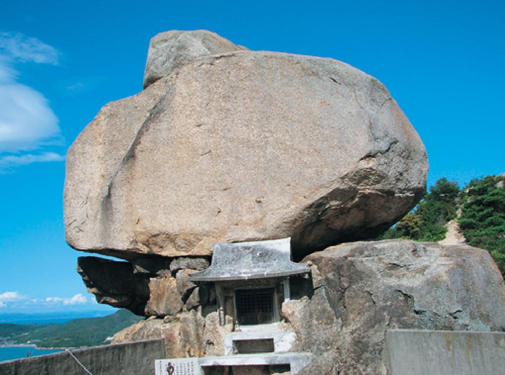 小瀬の重ね岩